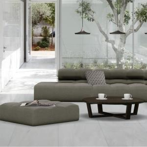 beautiful-minimalist-living-room-design-ideas-presenting-cleanly-white-wall-palette-and-seamless-white-ceramic-tiles-floor-fitted-with-striking-grey-sectional-sofas-feat-round-wooden-coffee-table-inco.jpg