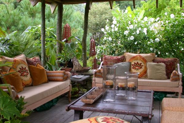 sophisticated-outdoor-livingroom.jpg